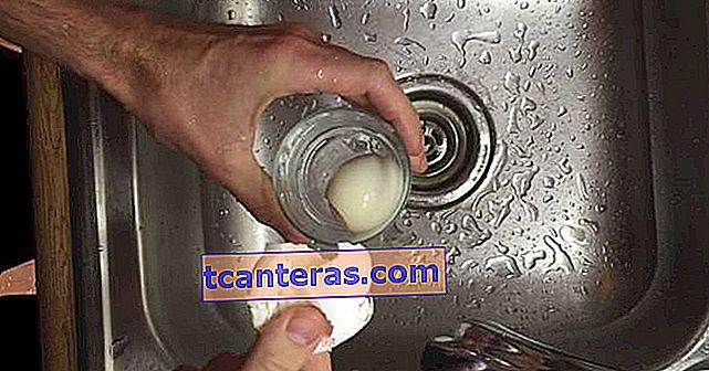 Давайте з'ясуємо: як насправді очистити відварене яйце?