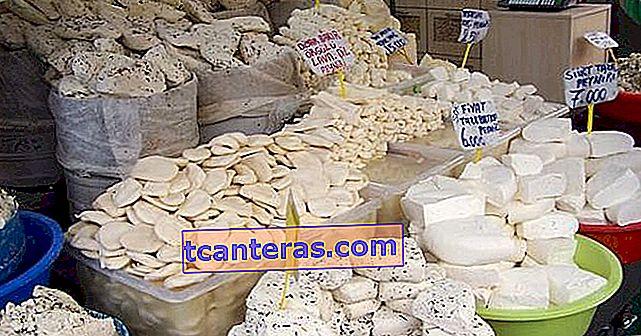 Nuestras 25 variedades de queso local con té sin huérfanos y pan con cuello irregular