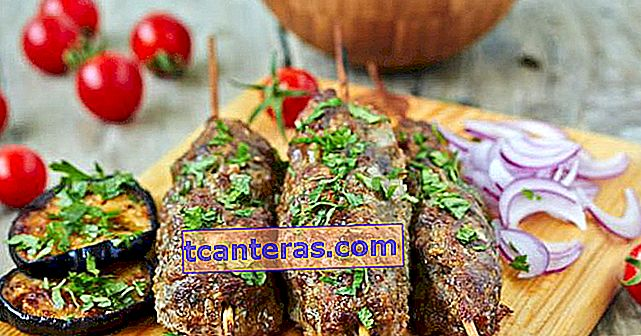 Día 7 Menú Iftar: ¡Viva Adana Kebab y Ensalada Gavurdağı!