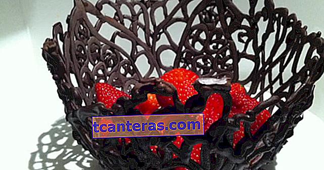 Креативні сервірувальні миски з лише повітряними кульками та шоколадними цукерками