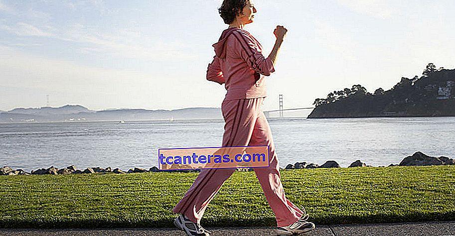 Що відбувається з вашим тілом, коли ви ходите півгодини щодня?