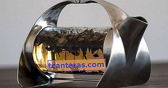 Quiero: una tetera de diseño que te pida que mires las hojas de té en el interior