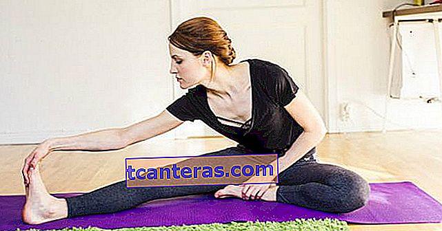 Estirarse fácilmente para relajar todas las partes de su cuerpo